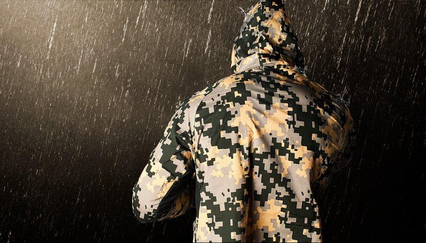 Ultralite Windbreaker Army Lifestyle Image