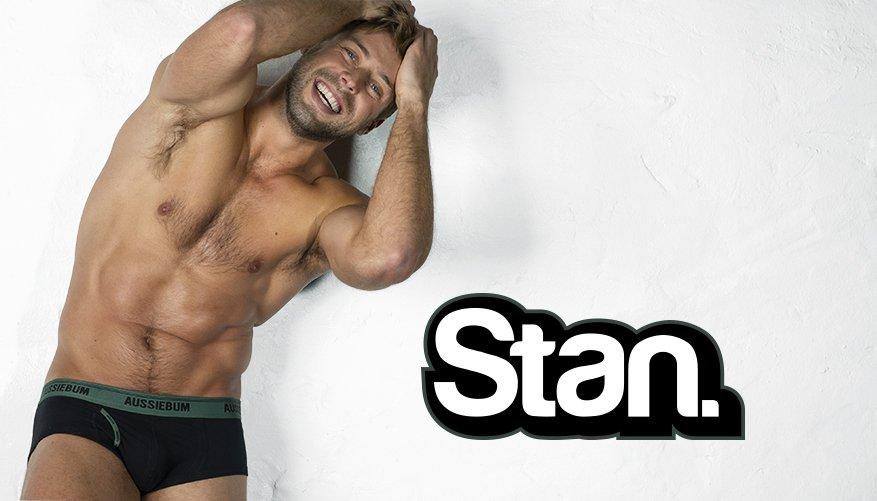 Stan Army Black Lifestyle Image